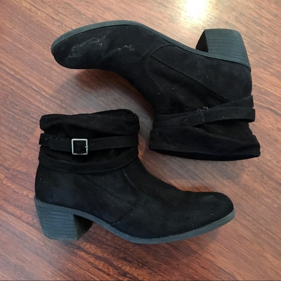 American Eagle - Ankle Boots with Buckle Detail